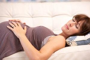 Лежать на спине можно при беременности